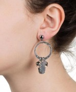 hamsa-earrings-gunmetal-model