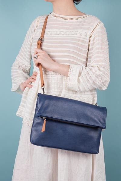 Lookbook - The Rena bag, blue