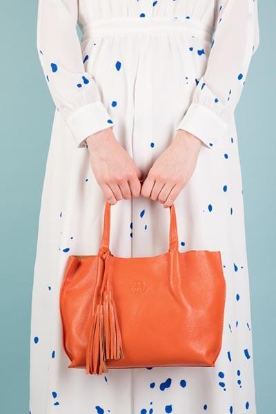 Lookbook - The Richmond midi orange, model